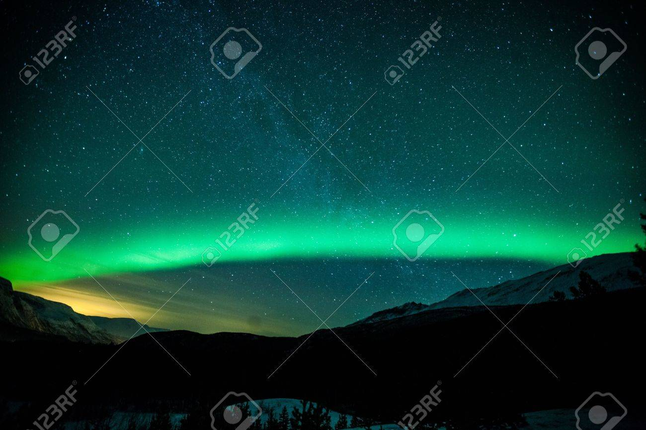 Northern lights arc in Sweden Stock Photo - 20479462