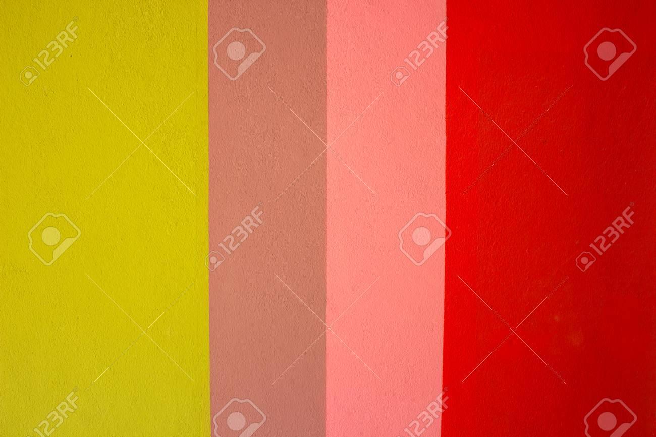 Rot, Rosa, Grüne Gestreifte Wand Standard Bild   37467900