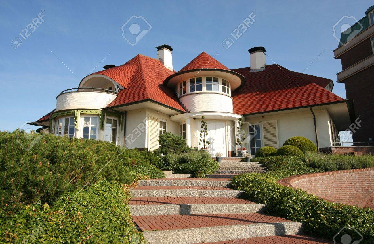 Luxury home with stairway Stock Photo - 5588546