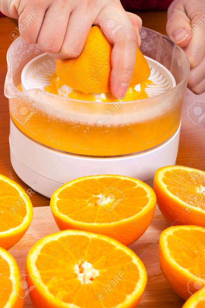 Gros Plan De Compression Des Oranges Fraiches Et Jus De Fruits Frais