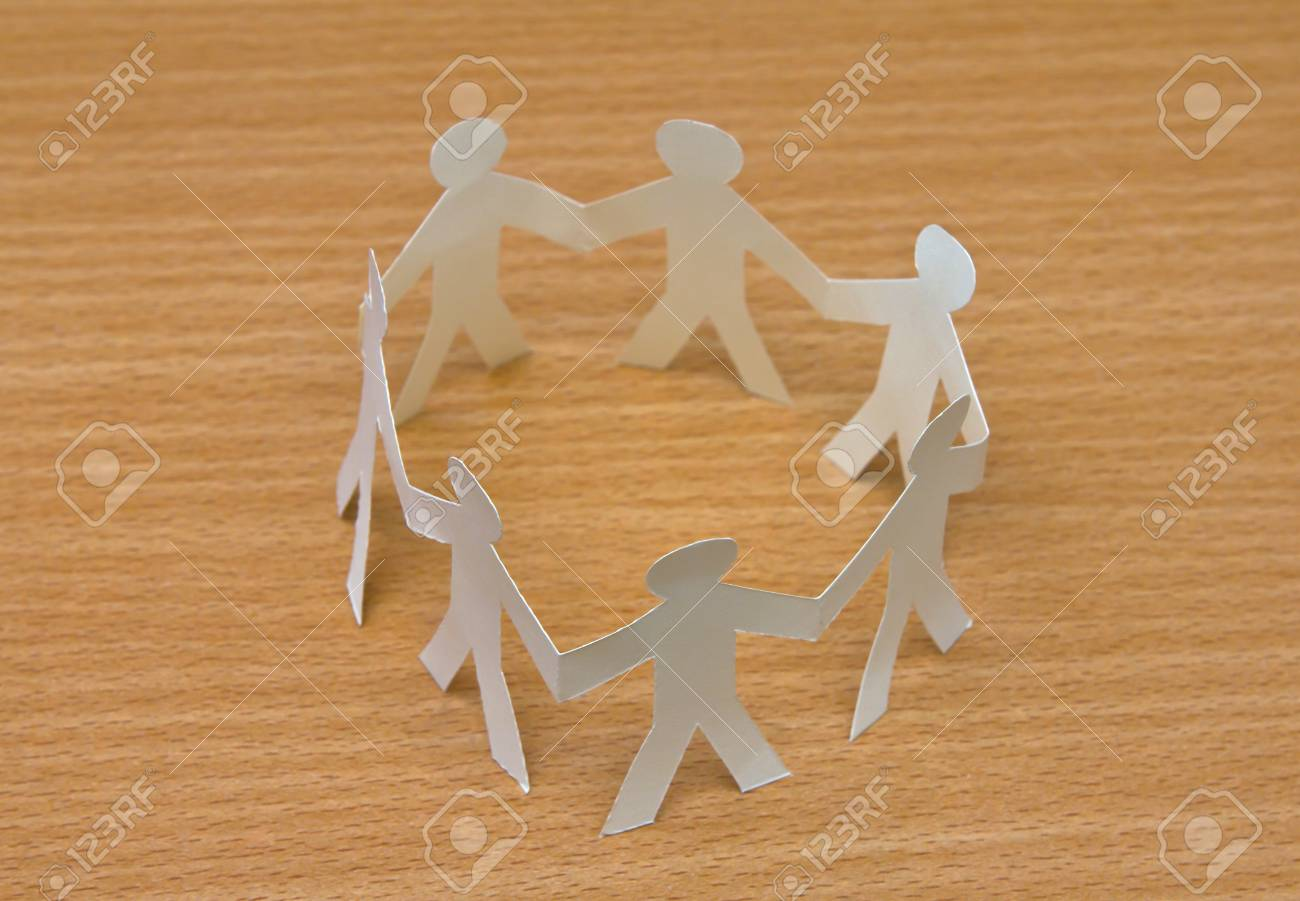 Cutout paper people Stock Photo - 13639316