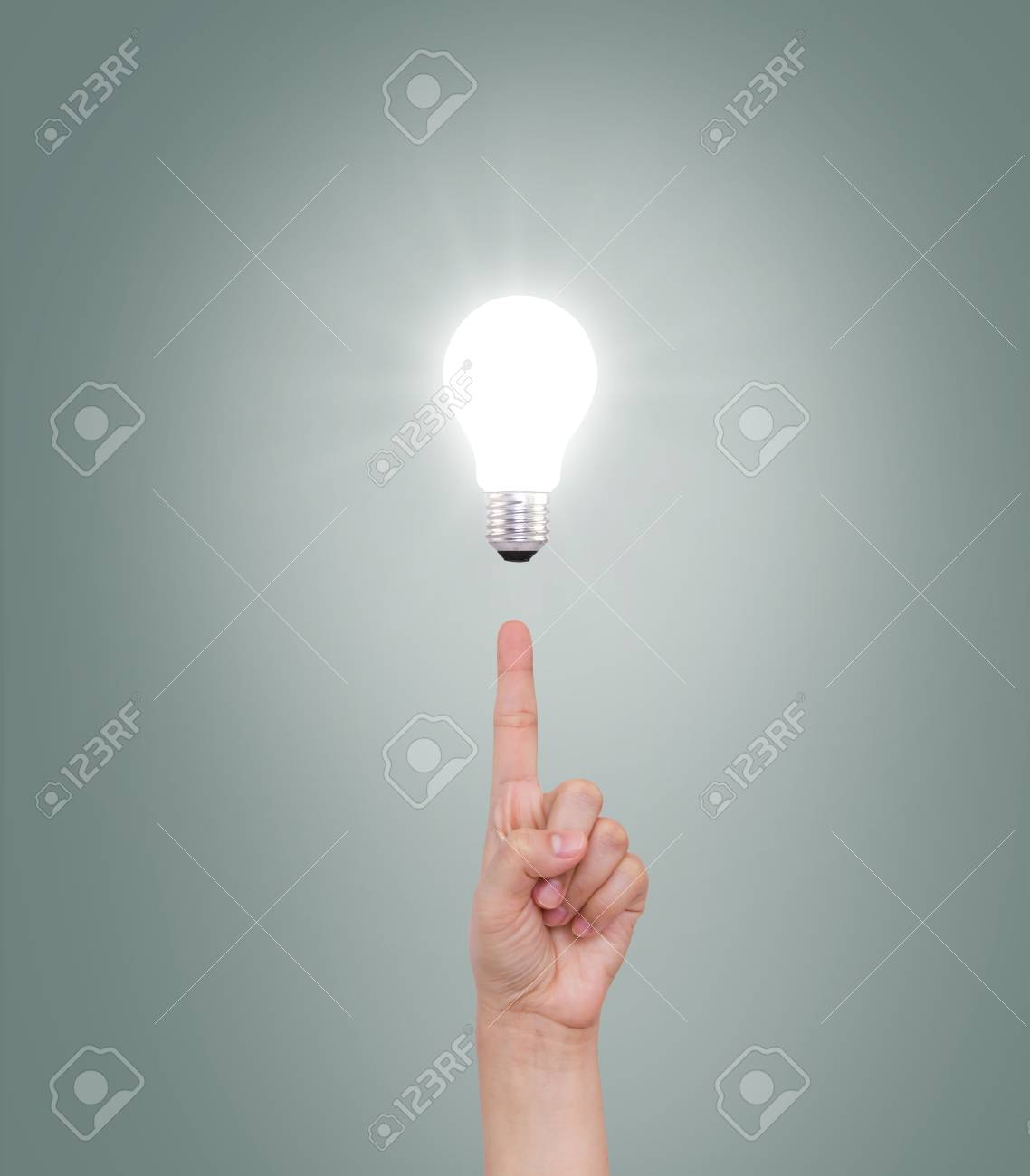 Hand point to Light bulb Stock Photo - 14928043