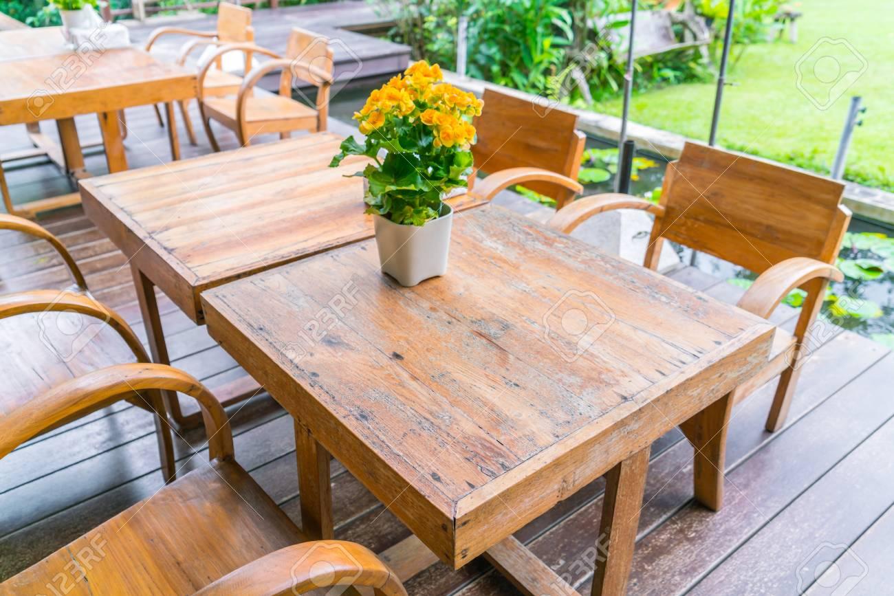 Tavoli E Sedie Per Ristoranti.Tavoli E Sedie In Ristorante Caffe All Aperto Foto Royalty Free