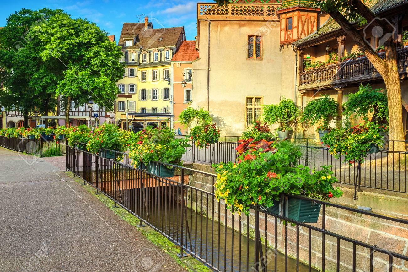 Erstaunliche Bunte Traditionelle Französische Häuser Und Verzierte ...