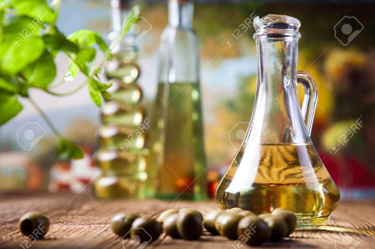 Olive oils in bottles - 30035472