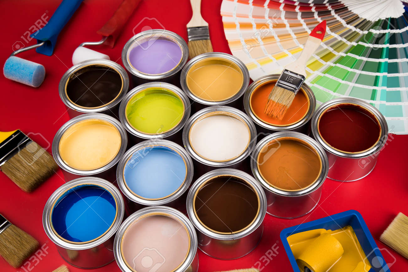 Paint brush, tin can and color guide samples - 169093683