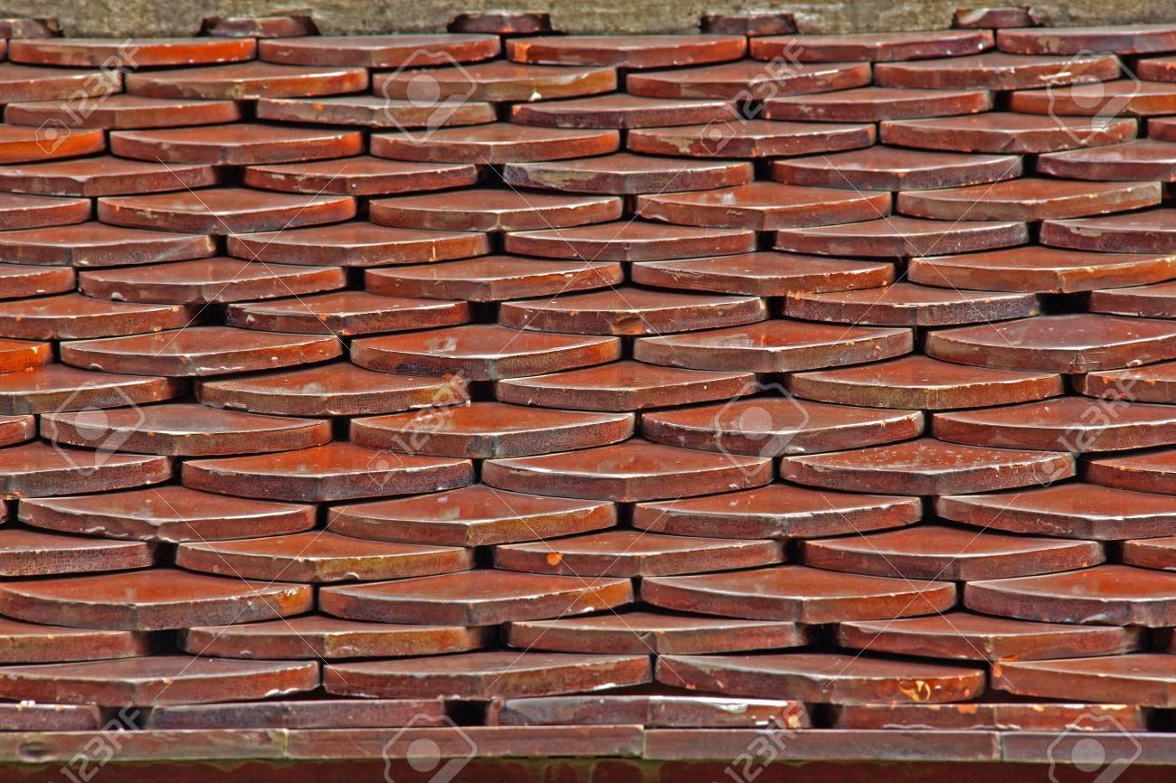 Tegole fatto per assomigliare ad un tetto in legno antico la