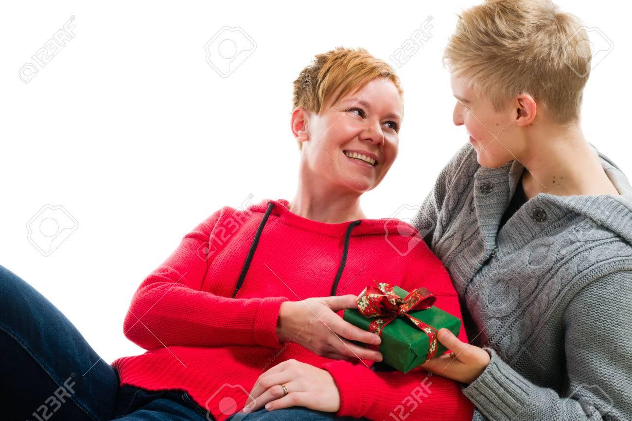 Schöne Lesbische Paar Zusammen Liegend, Weihnachtsgeschenk, Weißen ...