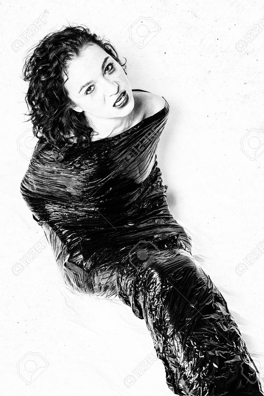 Mädchen sitzendes Gesicht Schwarzes Kostenlose foto