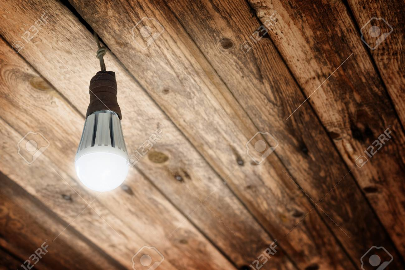 Installing An Incandescent Light Fixture On The Ceiling