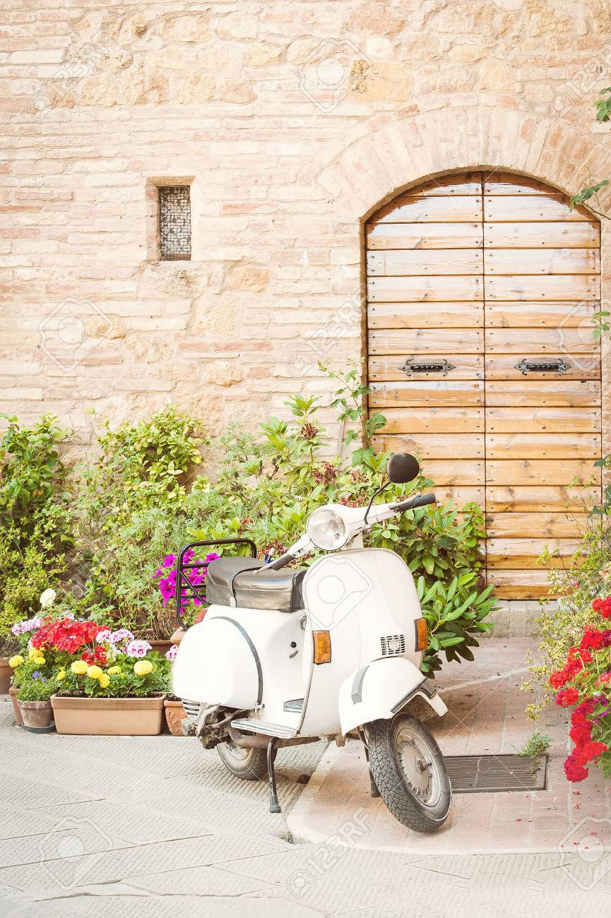 One of the most popular transport in Italy, vintage Vespa - 29222185