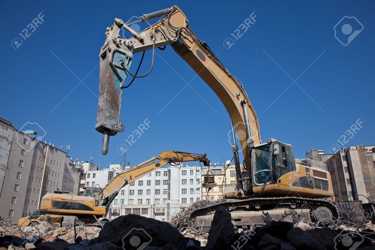 Hydraulic hammer on demolitiom of old buildings Stock Photo - 13516751