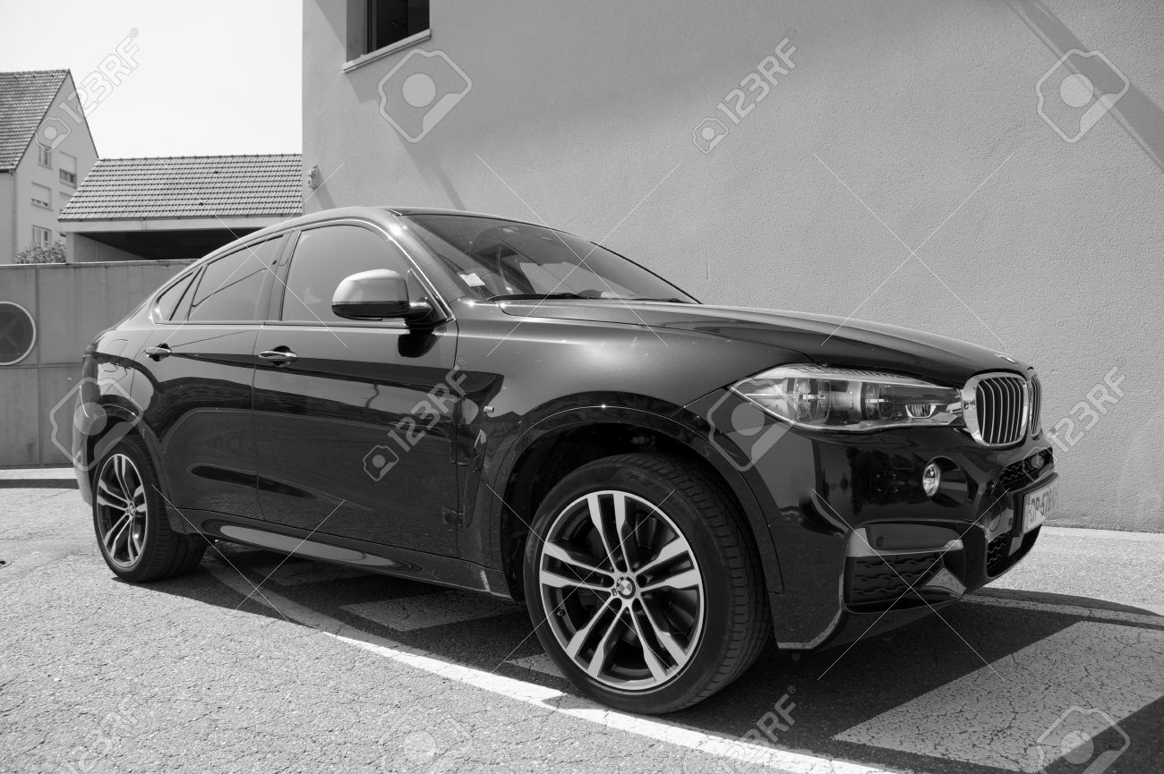 Black Bmw X6 Black And White Stock Photo Picture And Royalty Free
