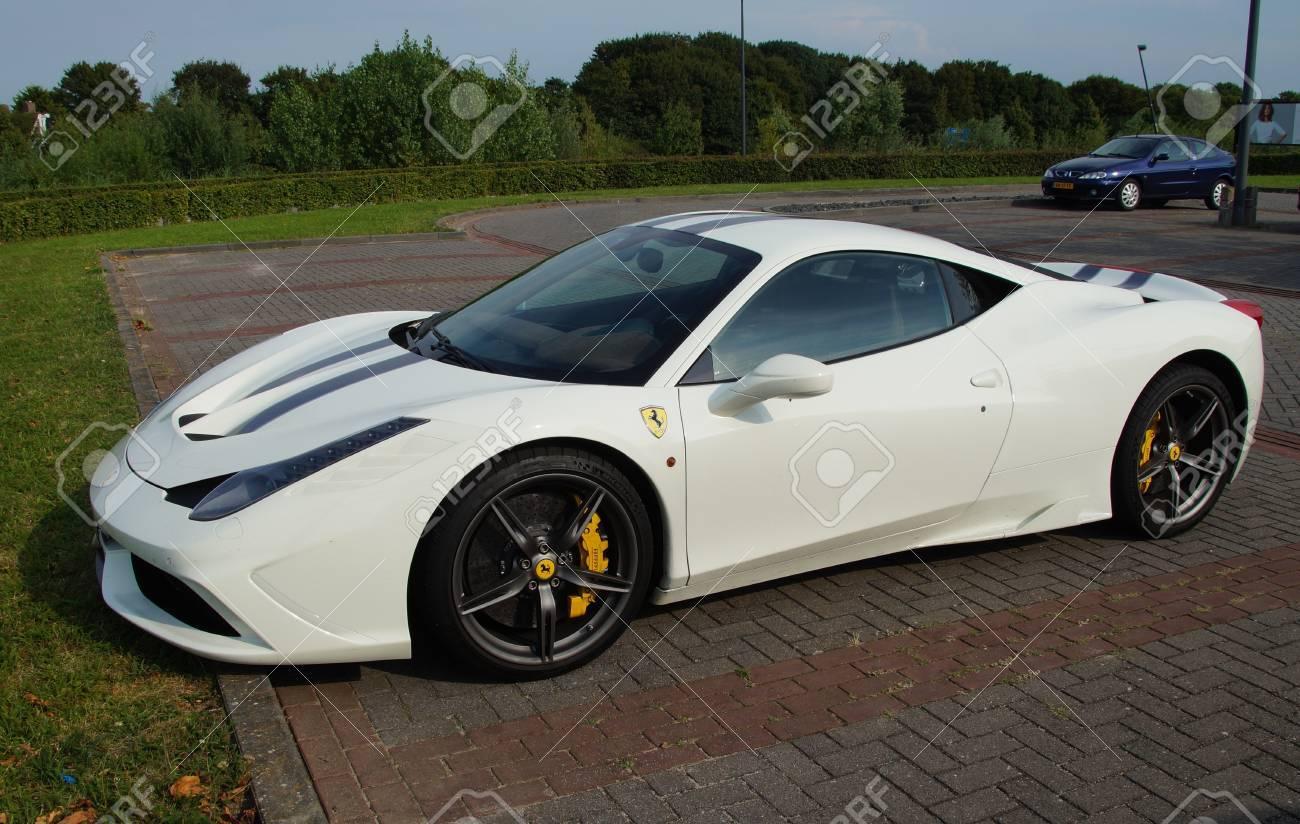 Weiß Ferrari 458 Italia Lizenzfreie Fotos Bilder Und Stock Fotografie Image 61756009