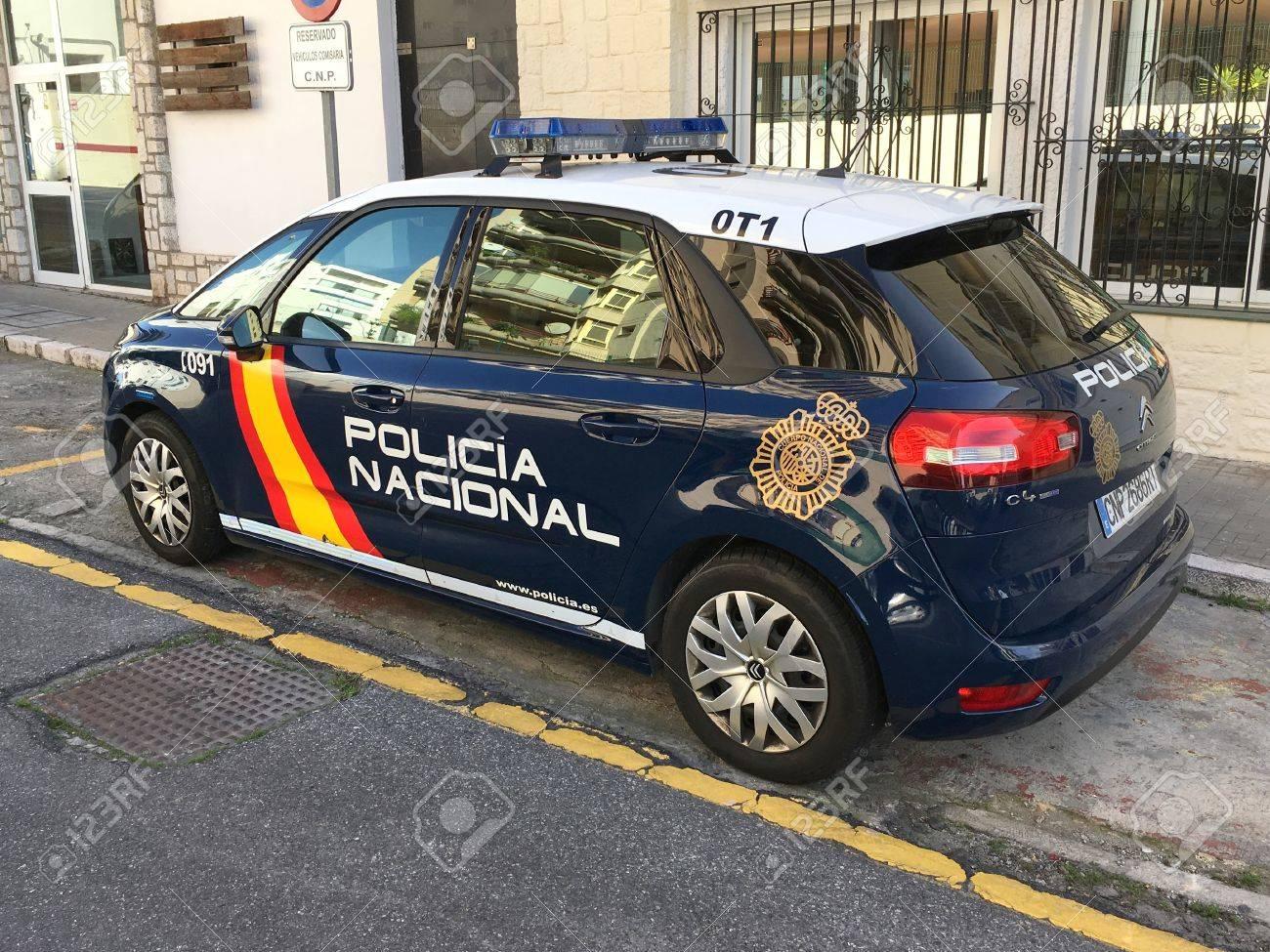 [Photos] Les citroen de la police 72615569-blue-spanish-national-police-car-citroen-c4