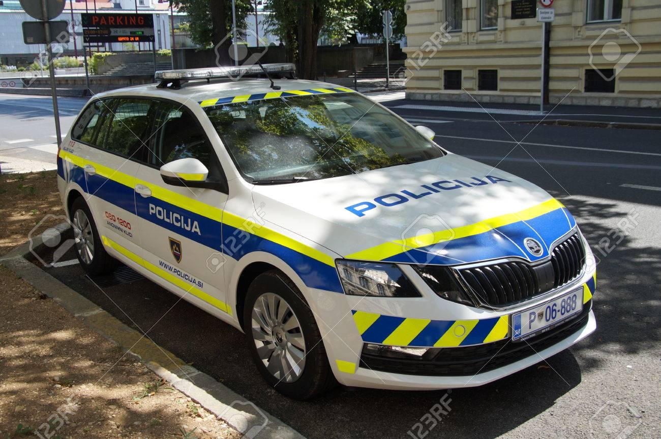 Skoda au service de la police - Page 5 85377256-slovenian-national-police-car-policija-skoda-superb-combi