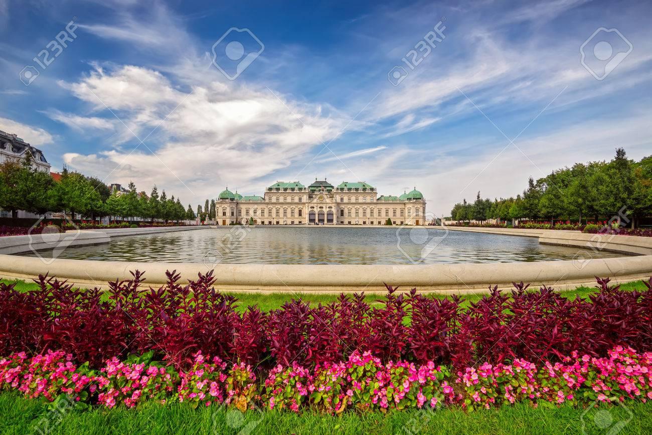 Ein Blick Auf Schloss Belvedere In Wien Und Seinen Schönen Gärten
