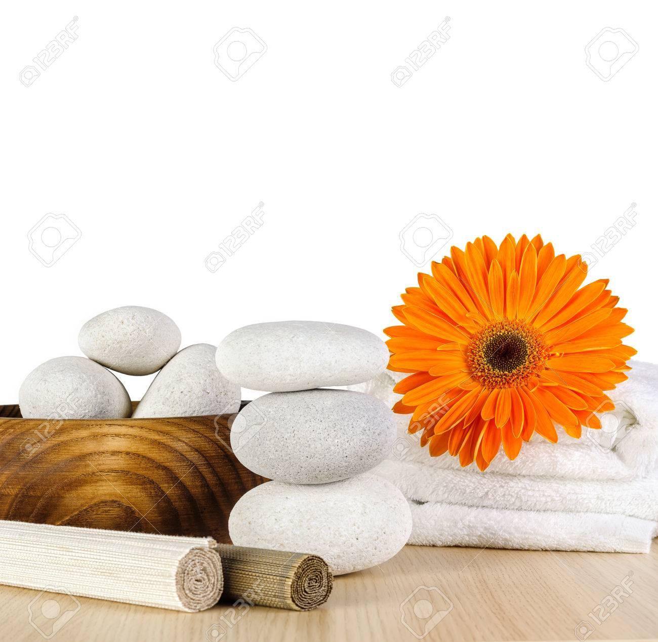 Decoration De Spa intérieur décoration de spa avec marguerite orange gerbera, serviette et