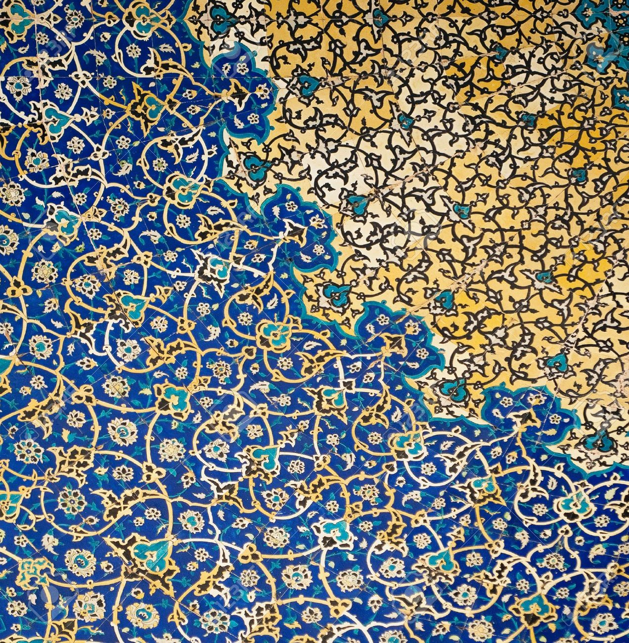 Dome of the mosque, oriental ornaments from Isfahan, Iran Stock Photo - 5541825