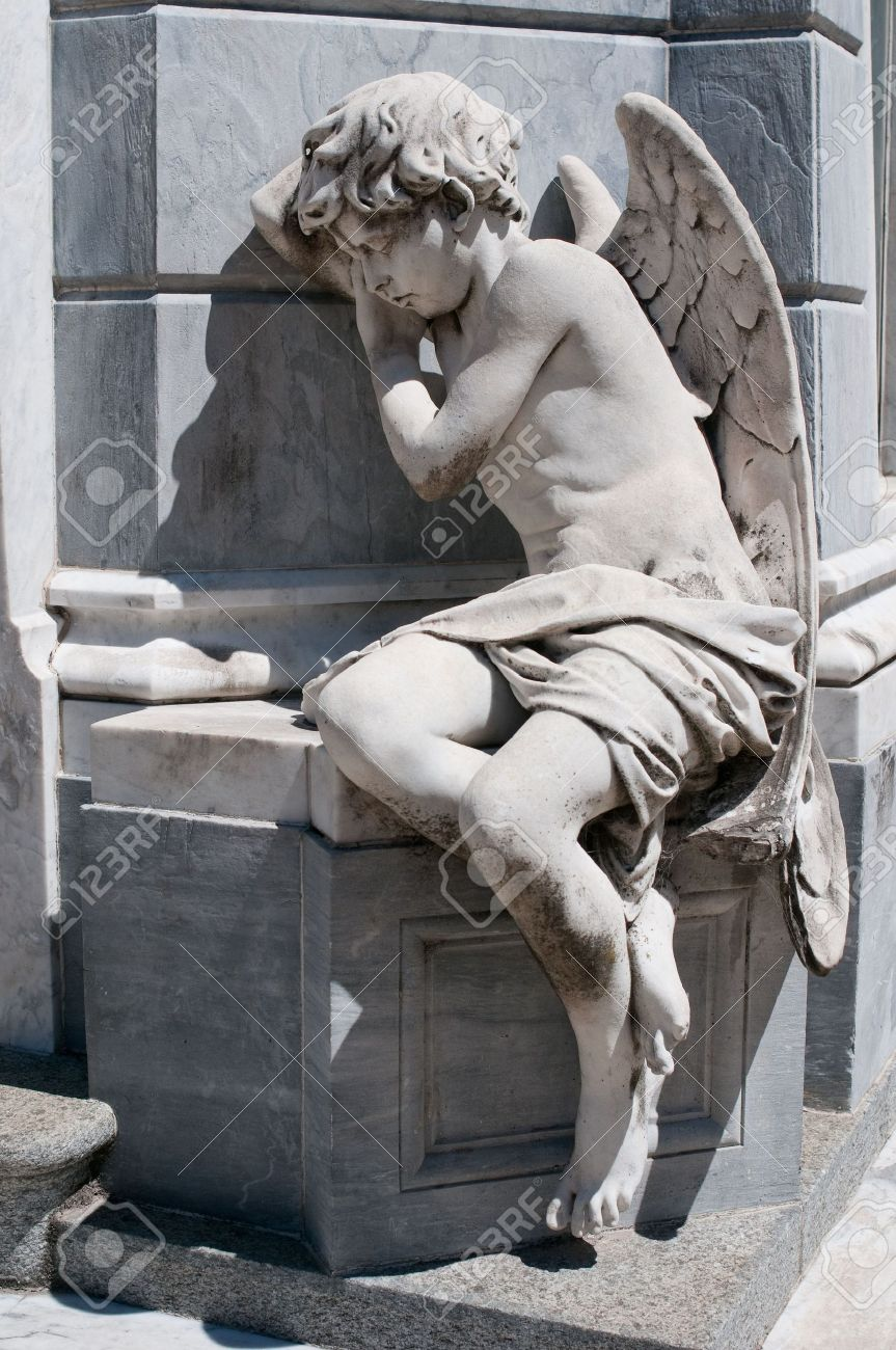 Angel statue at Recoleta cemetery, Buenos Aires Stock Photo - 6822142