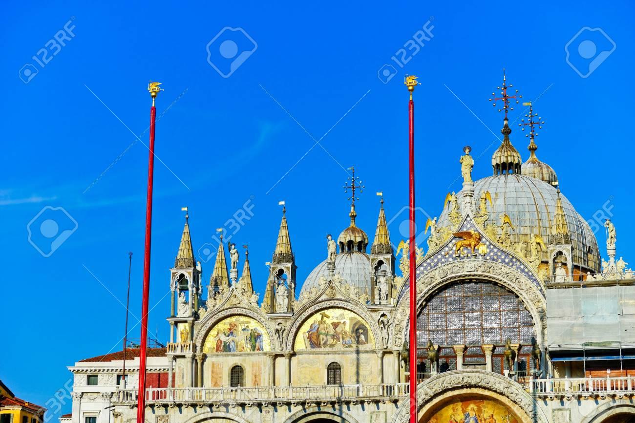 Sint Marcus Venetie.Uitzicht Op De Sint Marcus Basiliek Op Het St Mark S Square In Een Zonnige Dag In Venetie