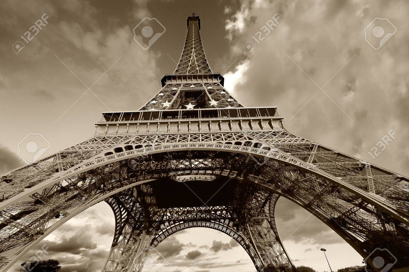 Eiffel Tower Black And White Drawing Eiffel Tower in Black And