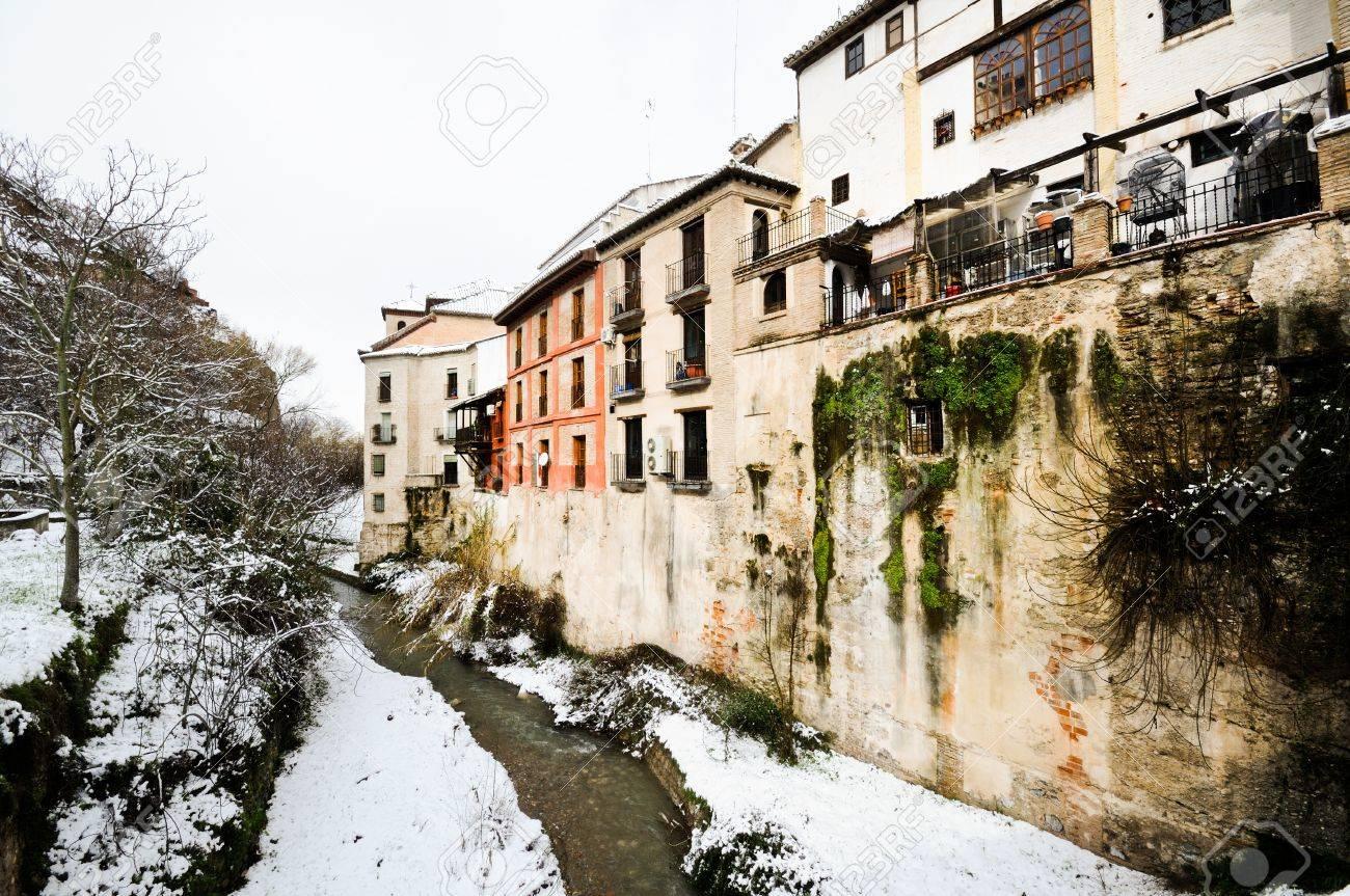 Tempete De Neige Dans Le Fleuve Darro Grenade Andalousie Espagne Banque D Images Et Photos Libres De Droits Image 18422842