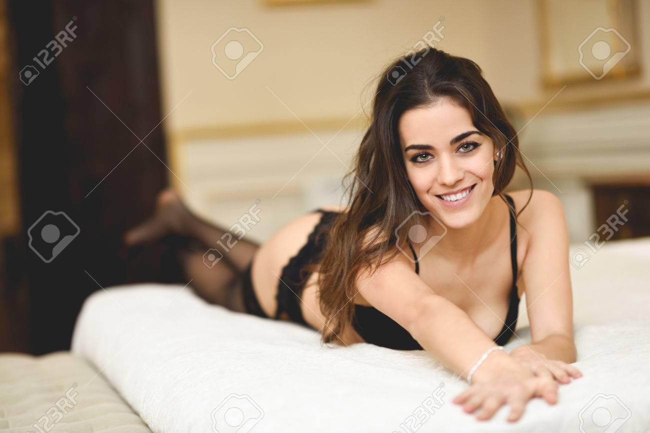 brünette junge mädchen schlafzimmer