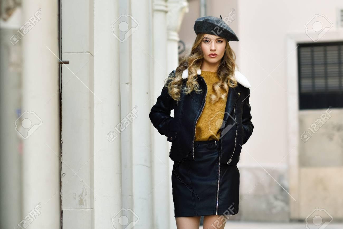 beret avec veste en cuir