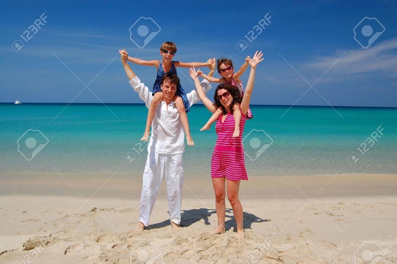 Family beach vacation Stock Photo - 9305737