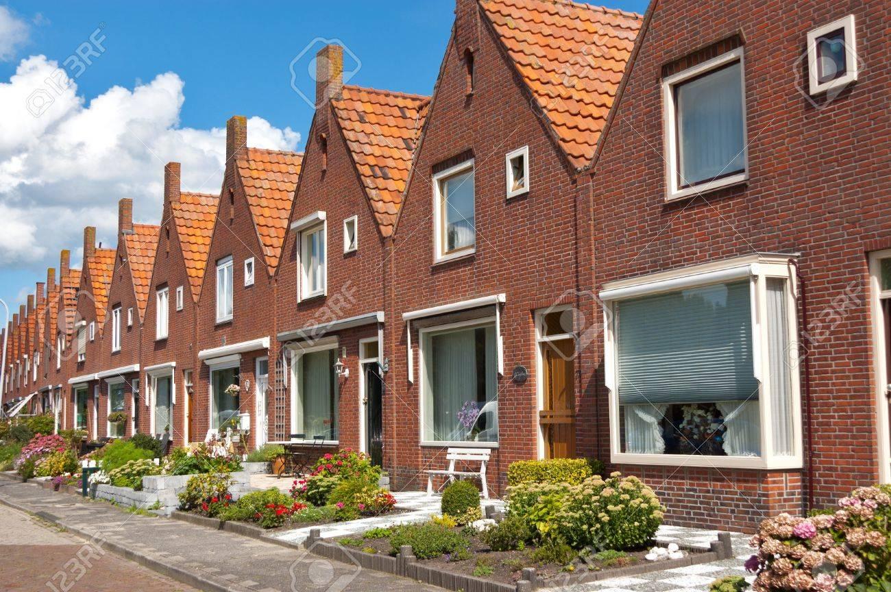Typische Holländische Familie Häuser. Moderne Architektur In Den ...