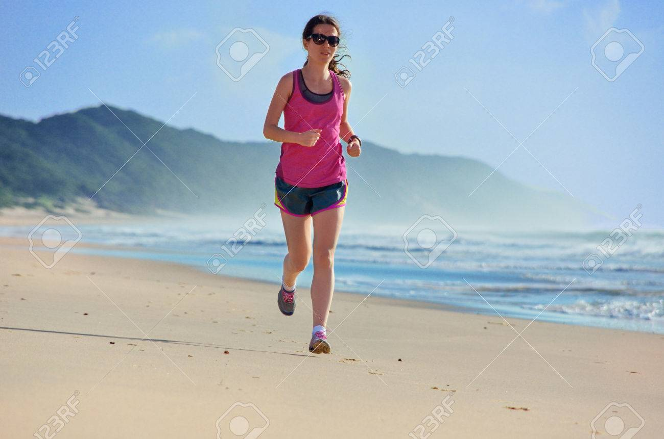 Фото девушки фитнес на пляже 10 фотография