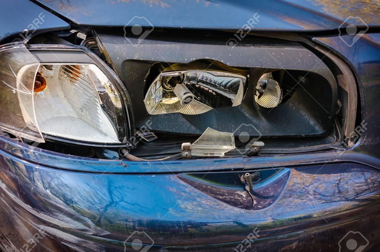 Auto Unfallbeschädigt Brocken Licht Nahaufnahme Lizenzfreie Fotos