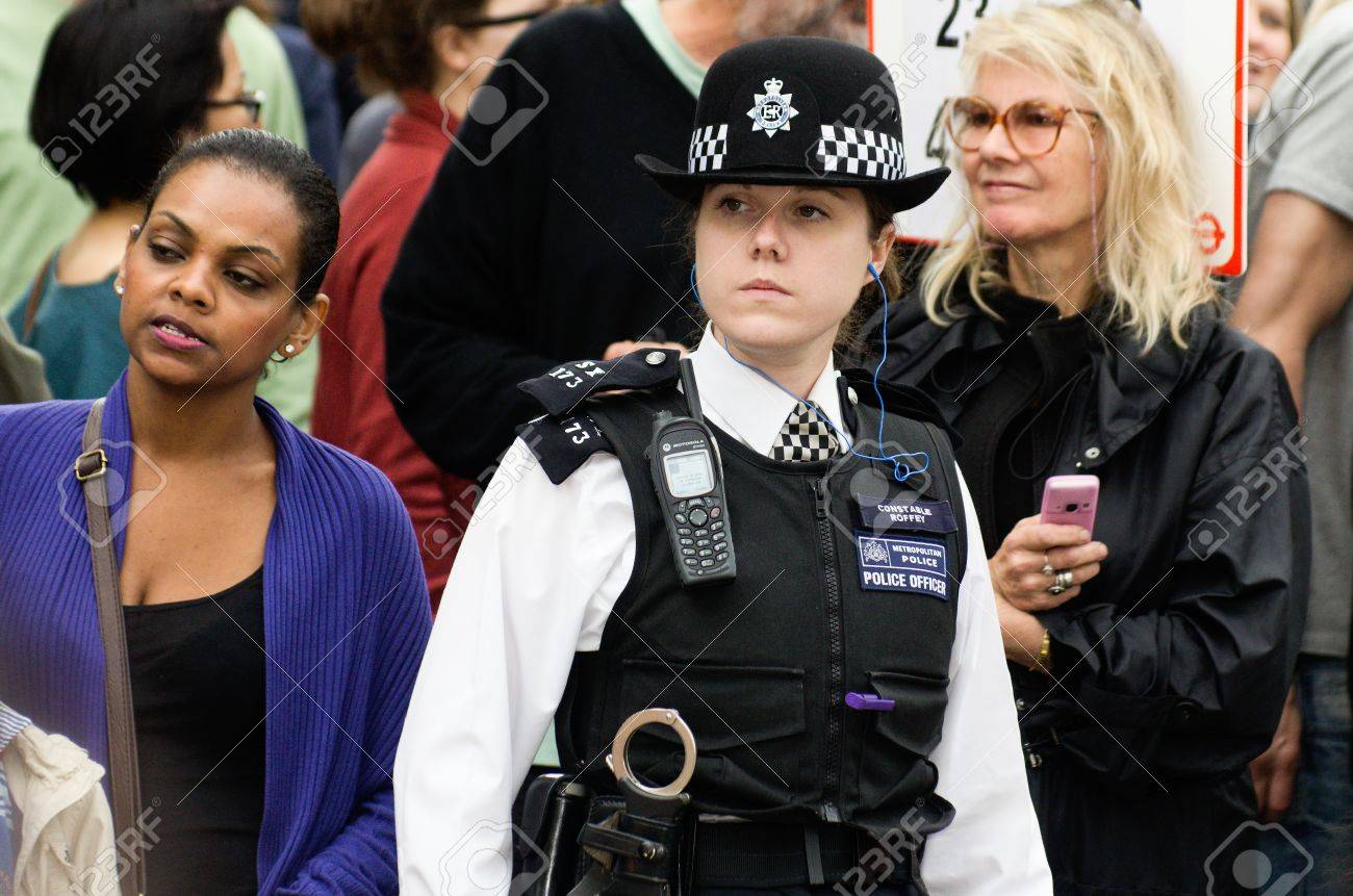 london aug 28 policewoman patrols the street of notting hill
