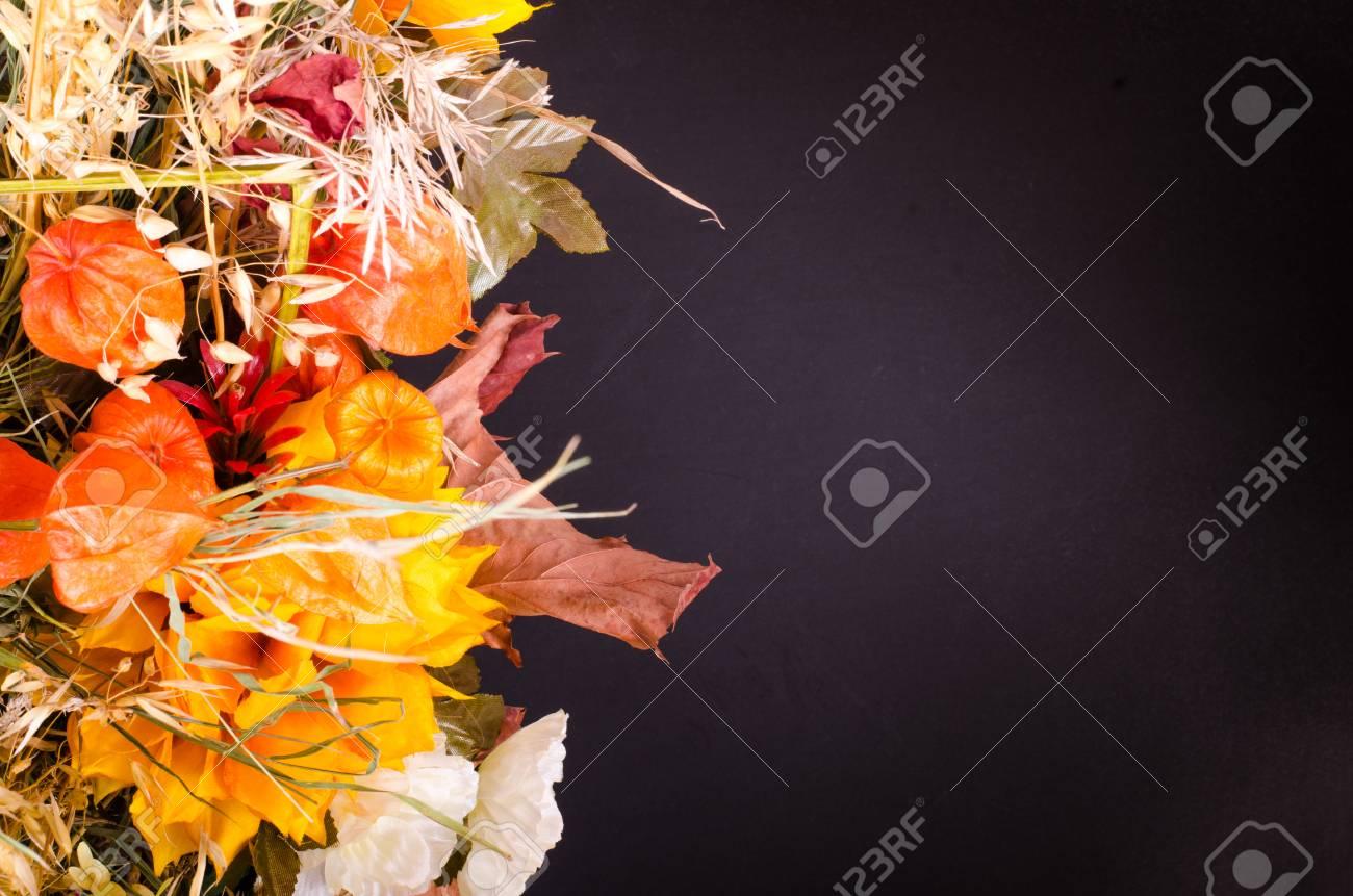 Bouquet d\u0027automne. Fleurs séchées et physalis