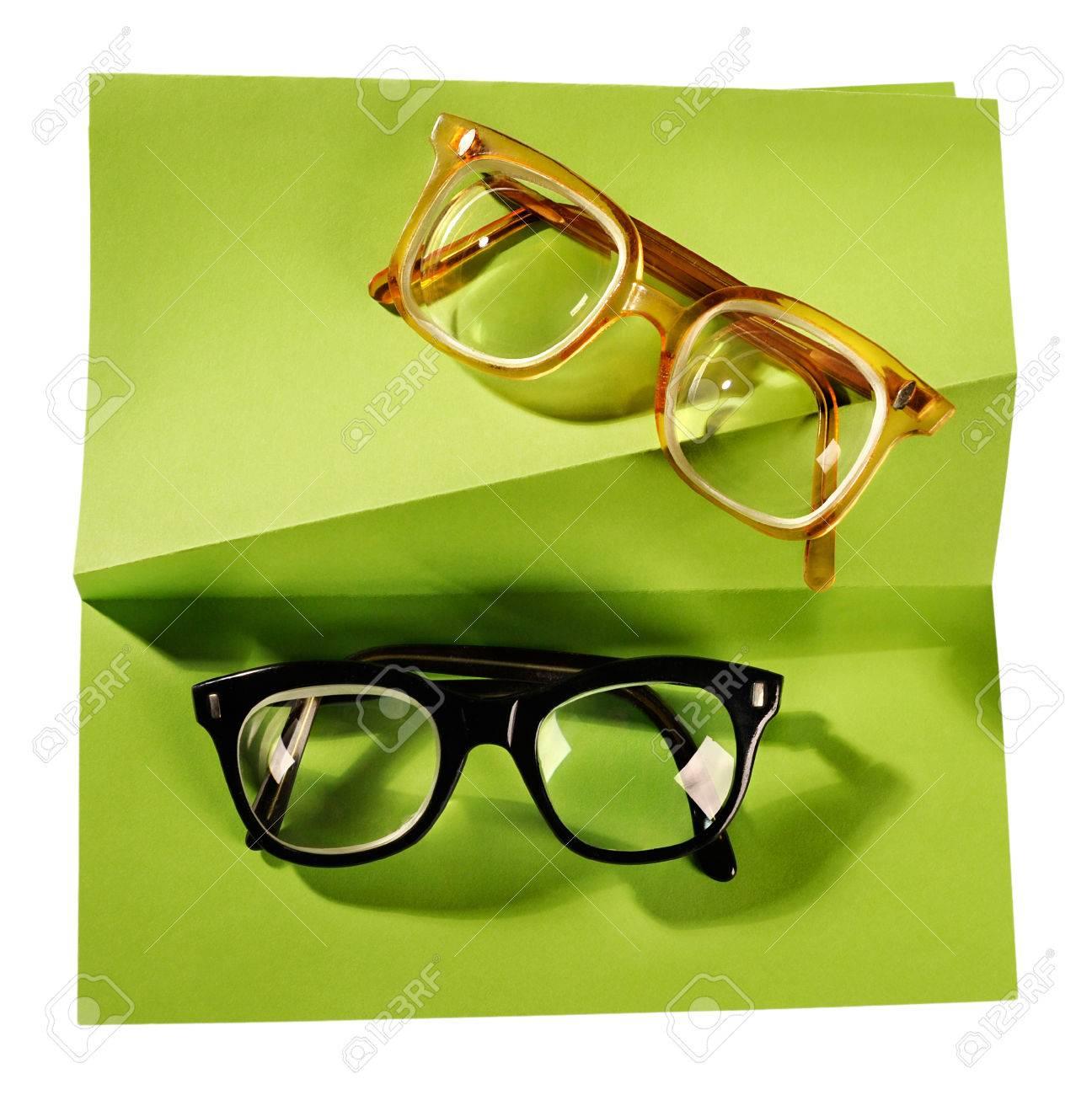 Retro Brille Mit Schwarzem Rahmen Und Gelben Rahmen Auf Kreative ...