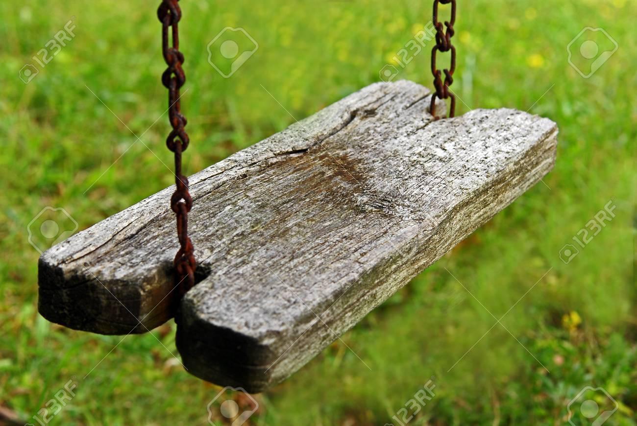 https://previews.123rf.com/images/jcox367/jcox3671101/jcox367110100013/8723709-old-swing.jpg