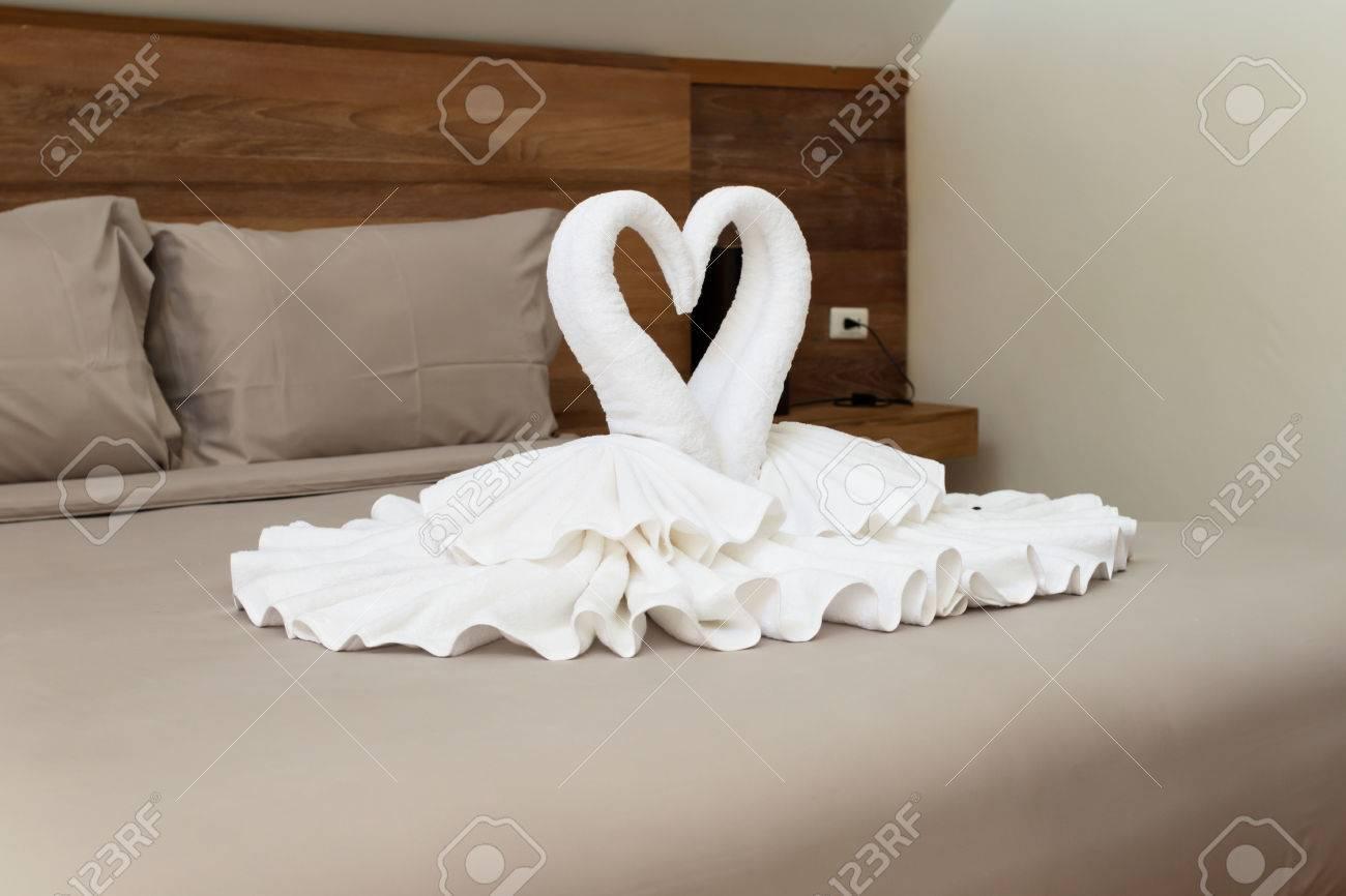 Schlafzimmer Innenarchitektur Mit Schwänen Aus Dem Handtuch ...