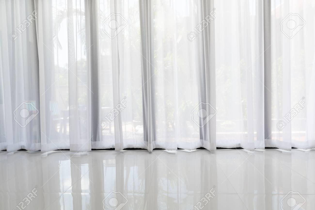 Intérieur De Salon Moderne Avec Fond De Rideau Blanc Doux Banque D ...