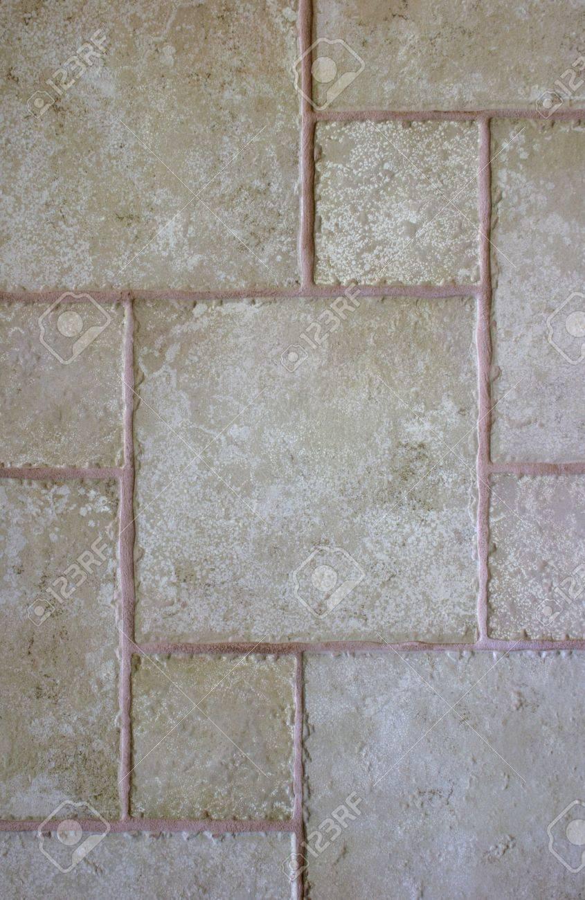 Standard Bild   Unregelmäßige Fliesen Bilden Ein Abstraktes Muster Für Eine  Wand