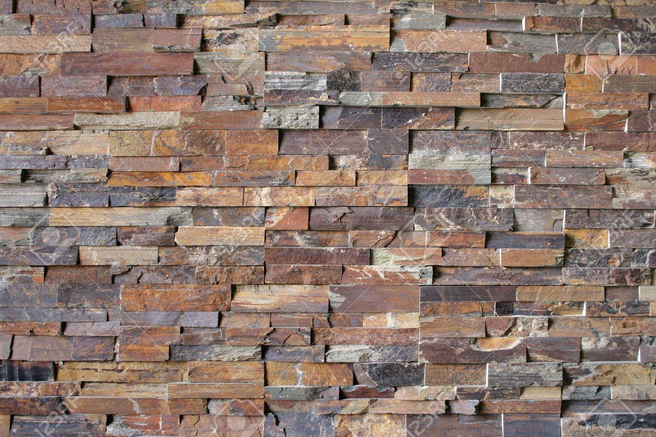 Flagstone bakstenen vormen een abstract patroon rond een open ...