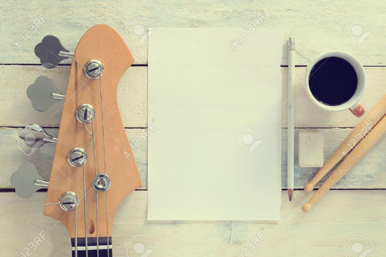 Inspirational composition musicien de bureau. guitare basse