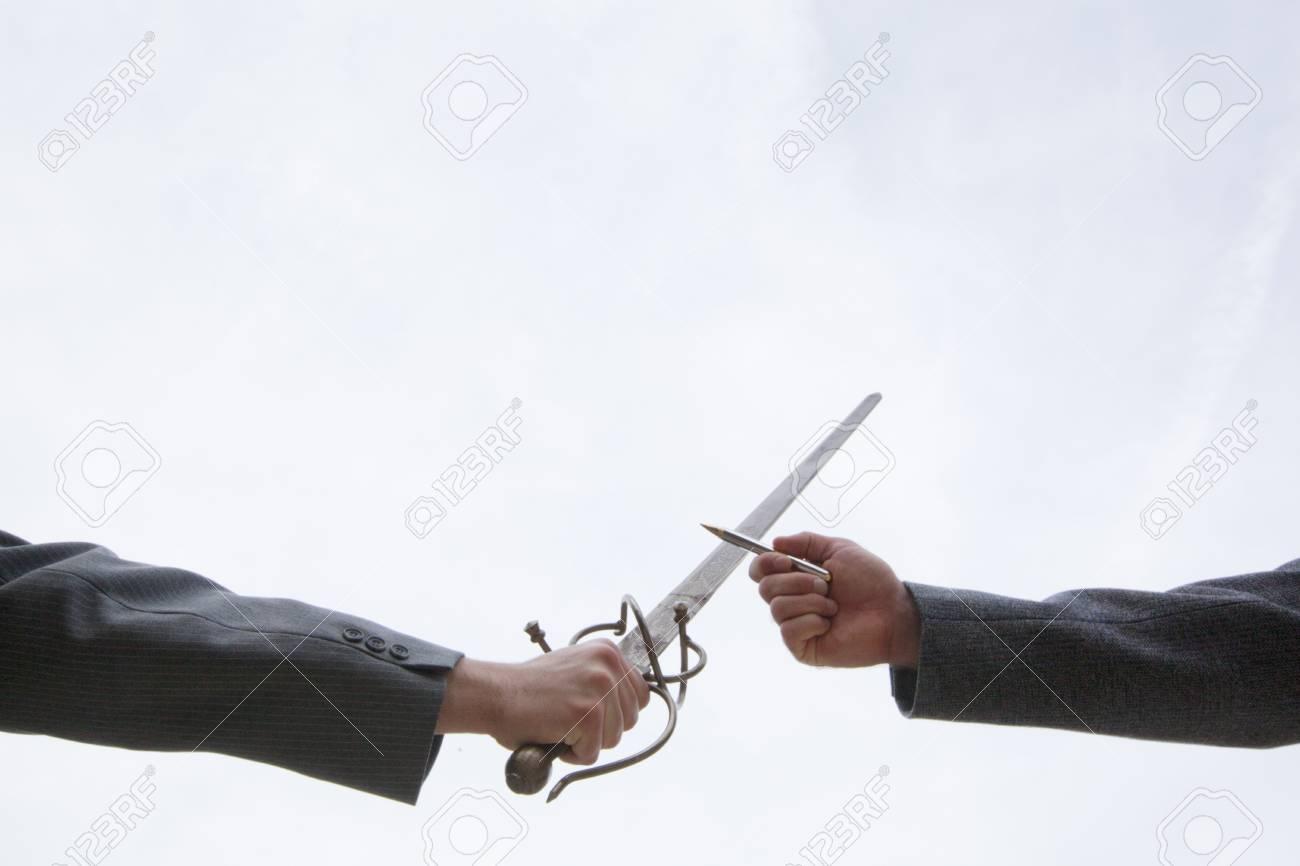 剣 ペン 強し は より も