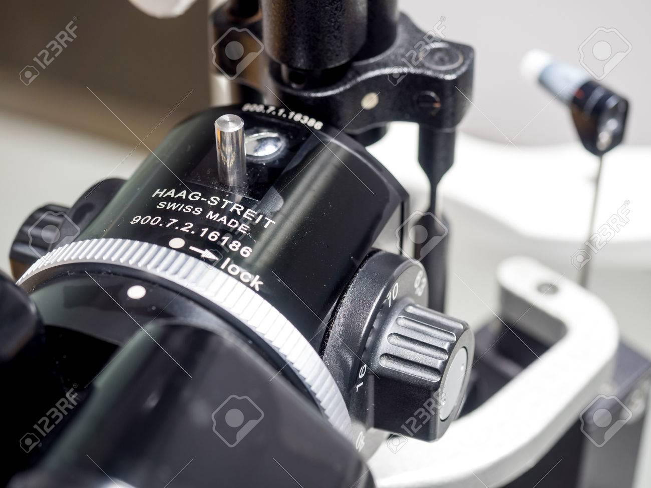 Esame con lampada fessura biomicroscopy del segmento oculare