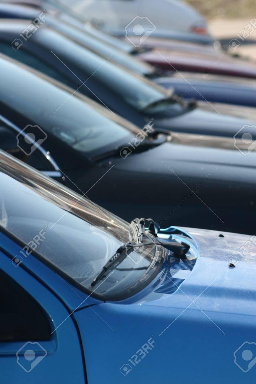 Voitures sur un parking Banque d'images - 10067529
