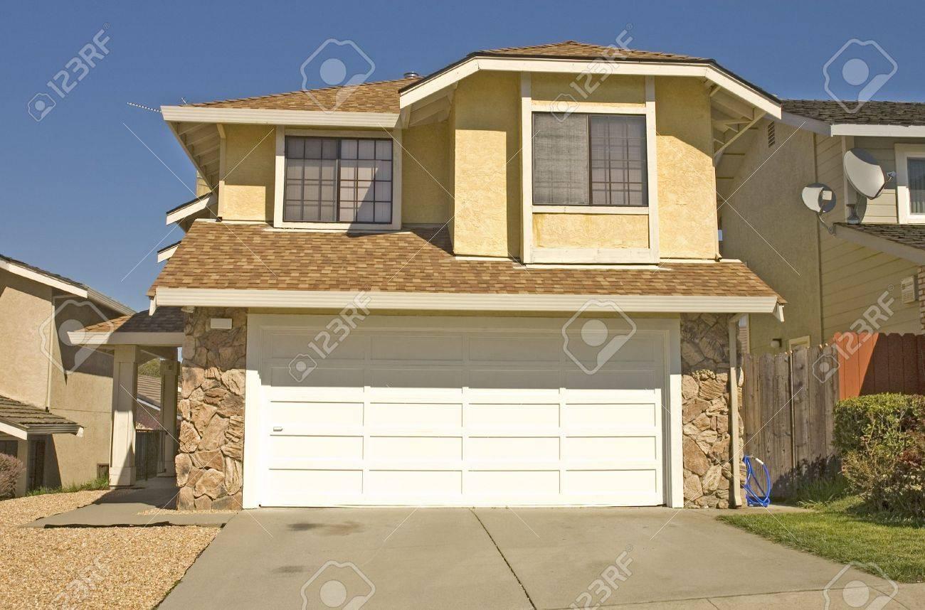 Typique maison moderne en Basse densité de voies haut de gamme en  Californie du Nord