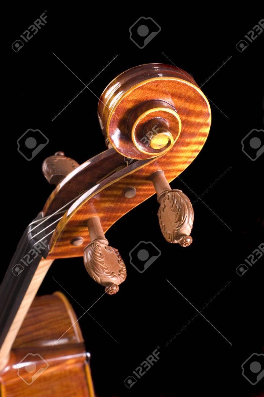 71f4b935845b Cabeza de un hermoso violonchelo finamente trabajado con tiradores, con un  negro más someras DOF