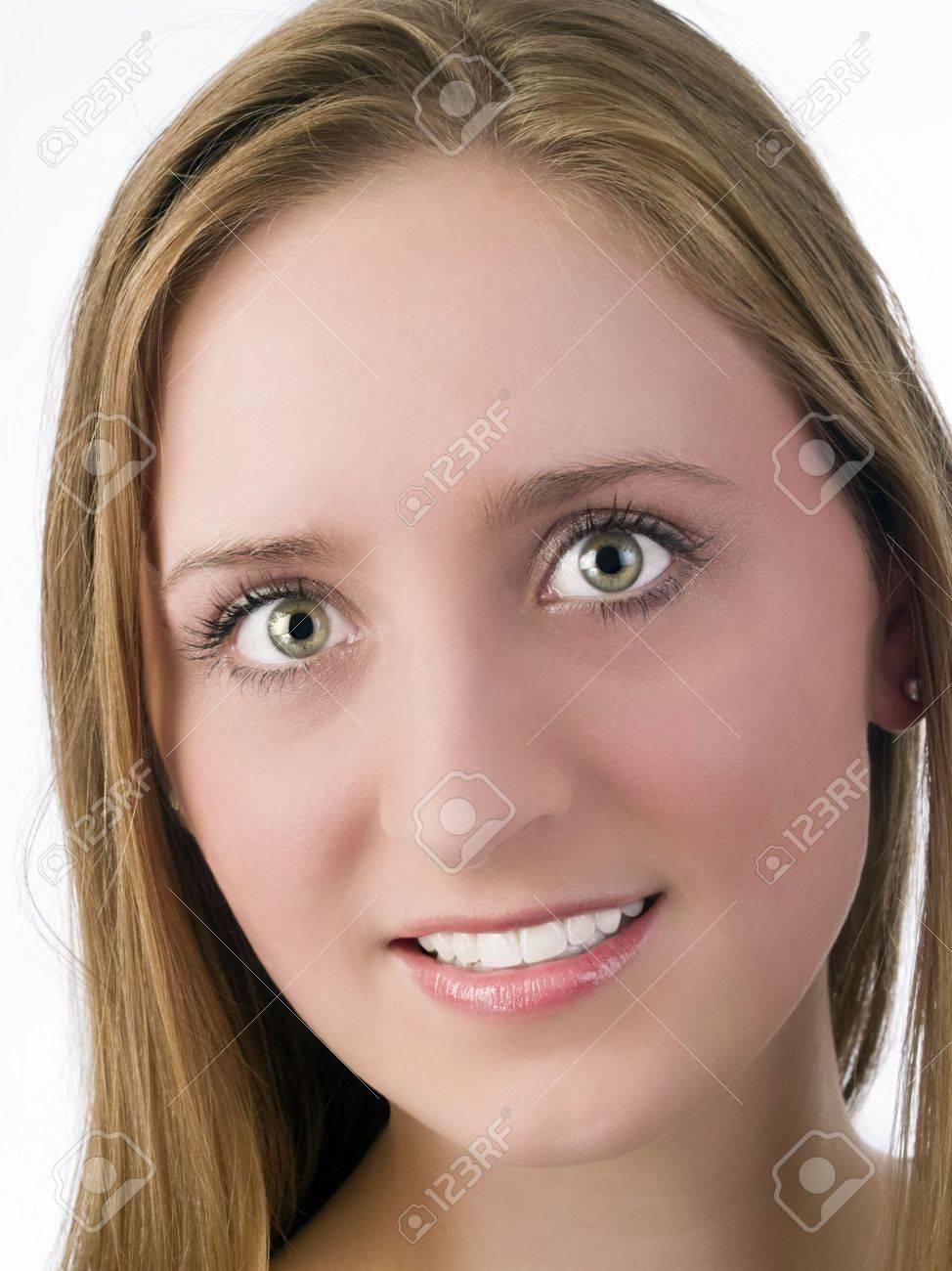 Mädchen dunkelblonde haare grüne augen