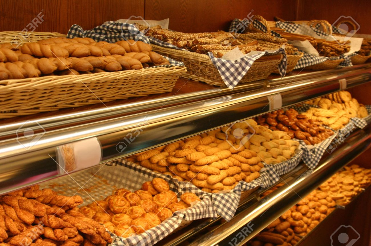 Panadería completa de productos de pastelería diferentes estantes Foto de archivo - 11793361