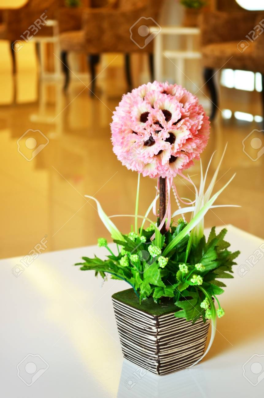 Vase of flowers in a hotel room Stock Photo - 24149915